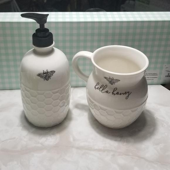 Heartland Hive Bee Coffee Mug Soap Dispenser Set